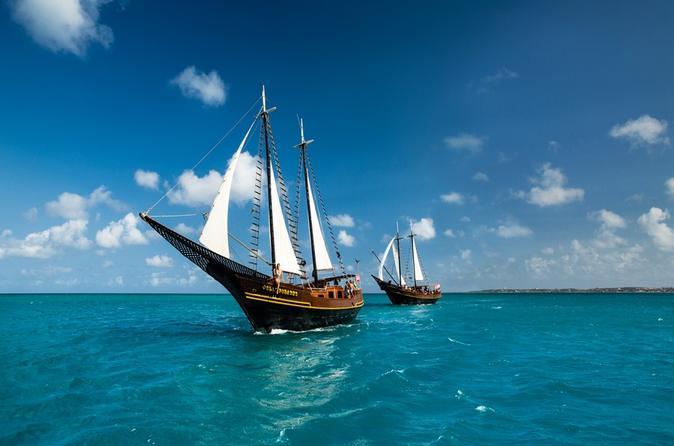 Cruzeiro matinal com vela pirata e mergulho com snorkel em Aruba