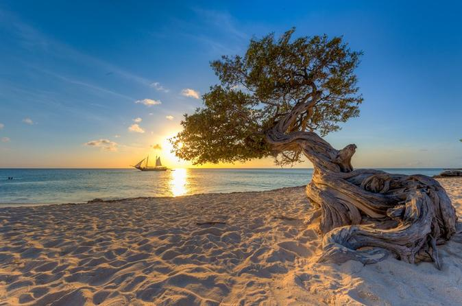 Cruzeiro pirata ao pôr do sol em Aruba