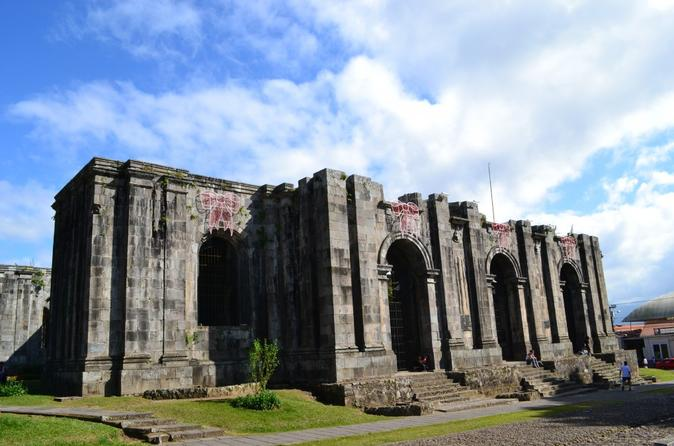 Full-day Cartago Ruins, Irazú Volcano and Sarapiquí River Cruise From San Jose