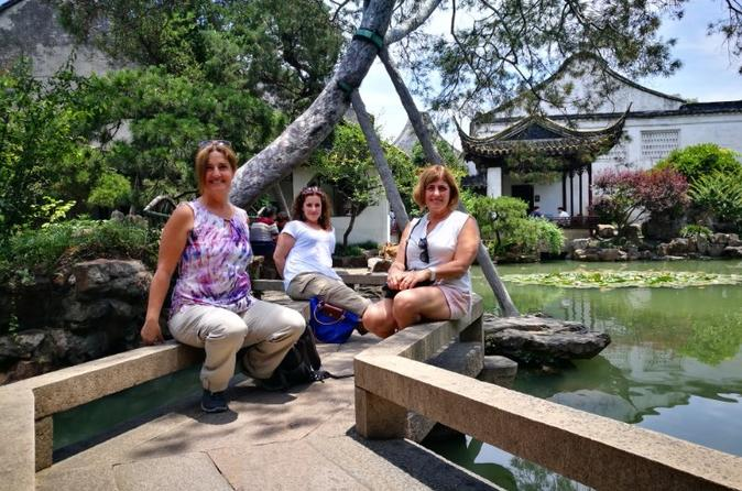 Private Day Trip to Tongli Water Village with Suzhou Private Garden