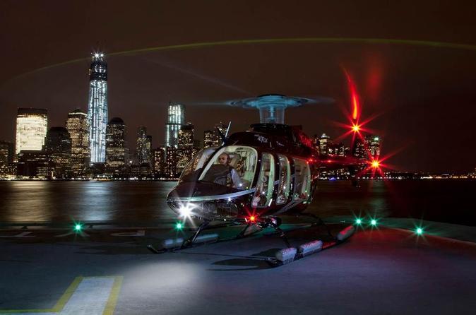 VIP da Viator: Voo noturno de helicóptero por Nova York e Cruzeiro da Estátua da Liberdade