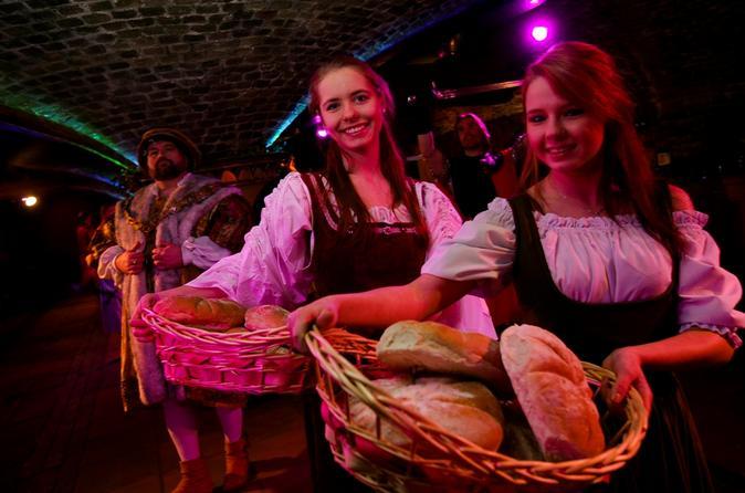 Banquete Medieval e divertimento à luz de tochas em Londres