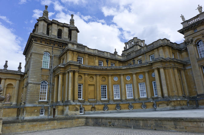 Downton Abbey Village, Blenheim Palace and Cotswolds Day Trip from London