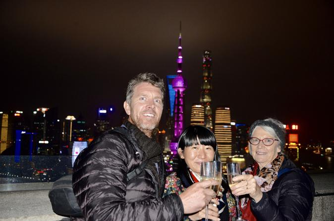 Delightful Shanghai Night Tour with Dim Sum Dinner and Rooftop Bar Hopping