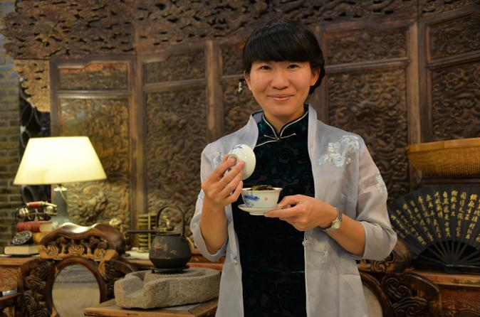 Small-Group Tea Ceremony Class and Shanghai Bund Walking Tour