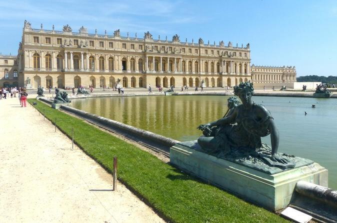 PREMIUM TOUR OF PARIS AND SURROUNDINGS