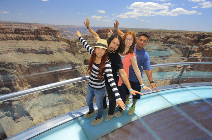 Excursão diurna de Las Vegas para o Grand Canyon West Rim e a represa Hoover com Skywalk opcional
