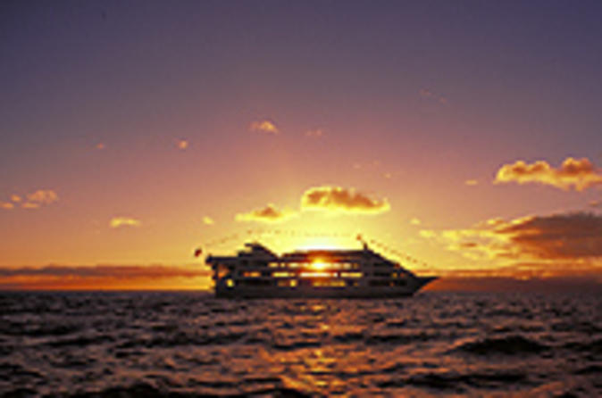 Oahu Star Sunset Dinner and Show Cruise