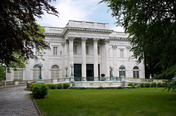 Newport Mansions and Waterfront Sightseeing From Boston Plus Free Trolley Tour