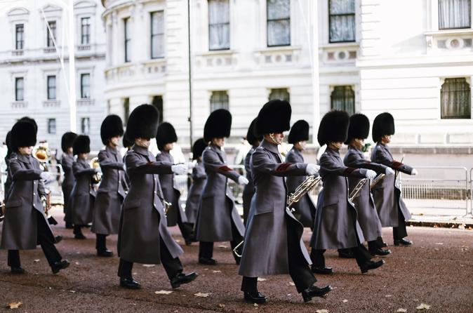 Semi-Private Guided Walking Tour: Changing of the Guard at Buckingham Palace