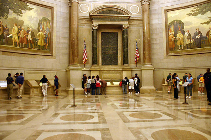 Skip-the-Line Access Small Group Guided Tour: National Archives Building