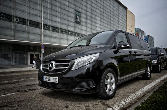 Arrival Private Transfer Dusseldorf Airport DUS to Dusseldorf City in Luxury Van