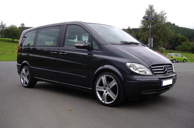 Munich Airport Private Transfer to Munich City in Luxury Van