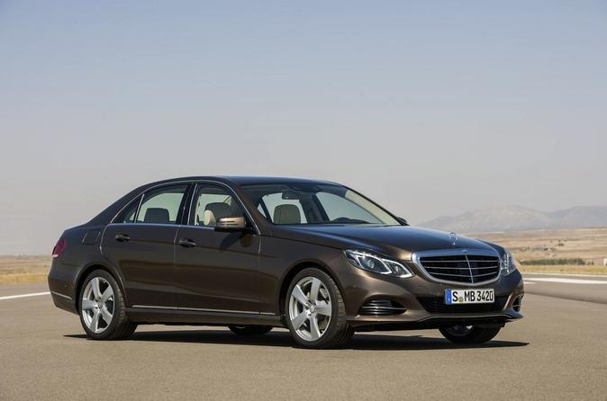 Paris Orly Airport ORY Arrival Private Transfer to Paris City in Business Car
