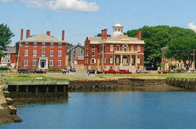 Experience Salem Combo: Two Afternoon Tours Plus One Haunted Evening Tour