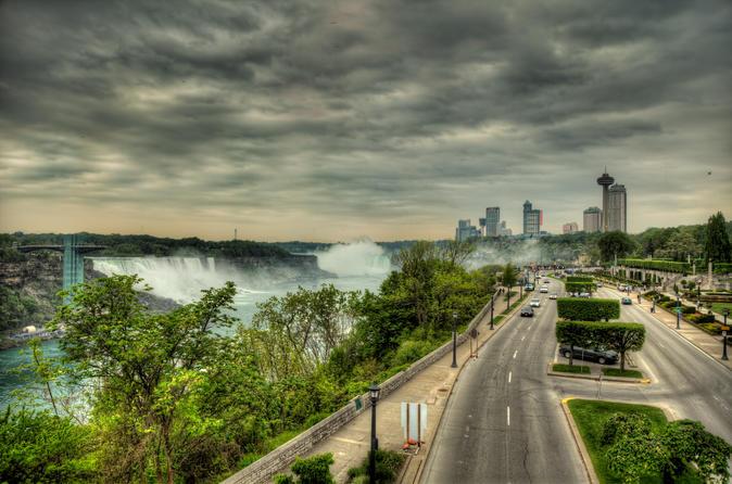 Transfer Buffalo Niagara International Airport BUF to Niagara Falls,Canada