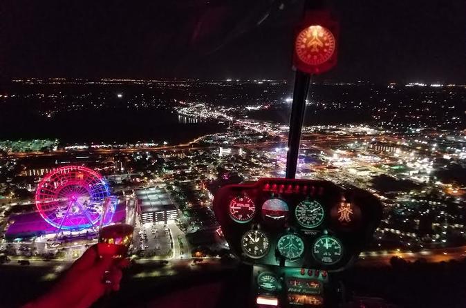 Excursão noturna de helicóptero sobre os parques temáticos de Orlando