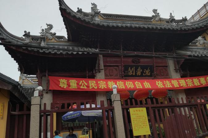 Private 3-hour Chinese Religions Walking Tour in Shanghai