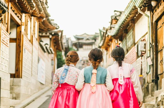 24-Hour Hanbok (Traditional Korean Dress) Rental in Seoul""