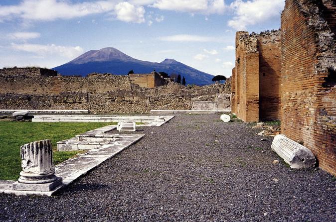 Grand Tour - Pompei, Herculaneum, Vesuvius in one day