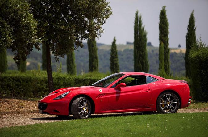 Um dia na Legend of Ferrari em Maranello com Test-drive