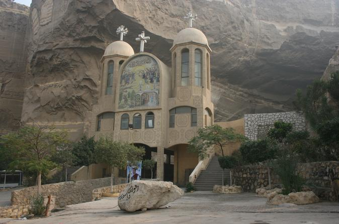 Private Half Day Tour to Garbage City and Cave Church