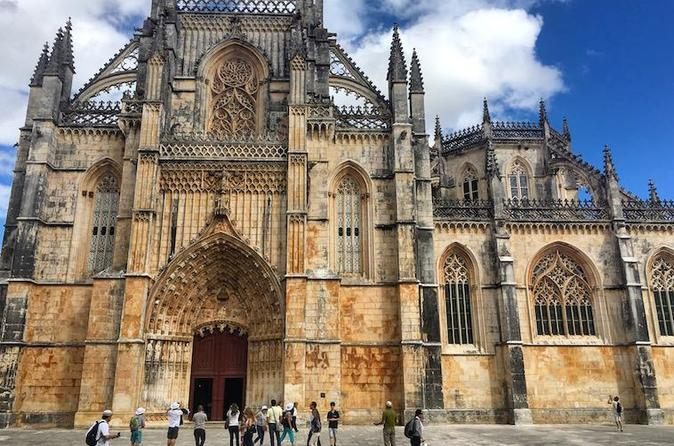Batalha Monastery and Natural Caves Private Tour from Lisbon