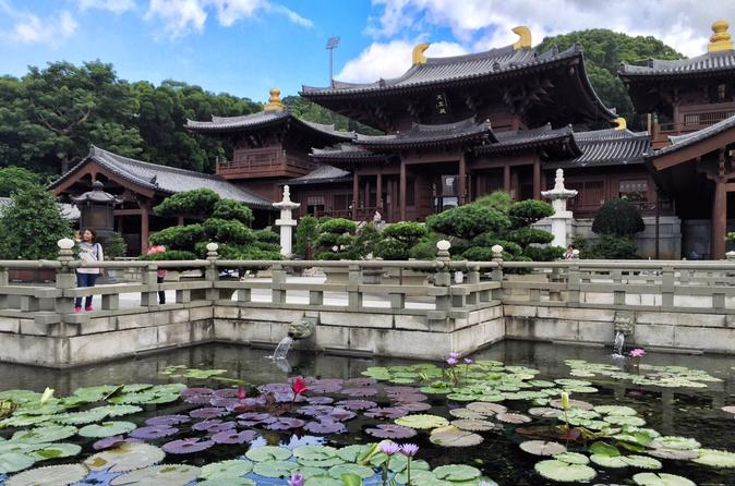 Small-Group Tour: Kowloon Temples and Markets Discovering