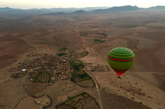 Voo de balão de ar quente ao nascer do sol em Marraquexe com pequeno-almoço berbere