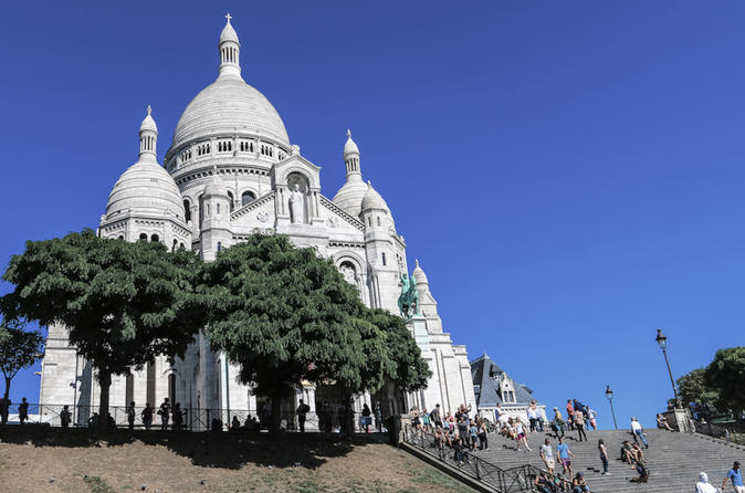 Hidden Paris: Old Montmartre Tour with VIP Vineyard Visit and Wine Tasting