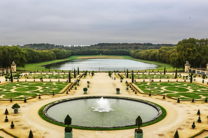 Versailles Full-Day Saver Tour: Palace, Gardens, and Estate of Marie Antoinette