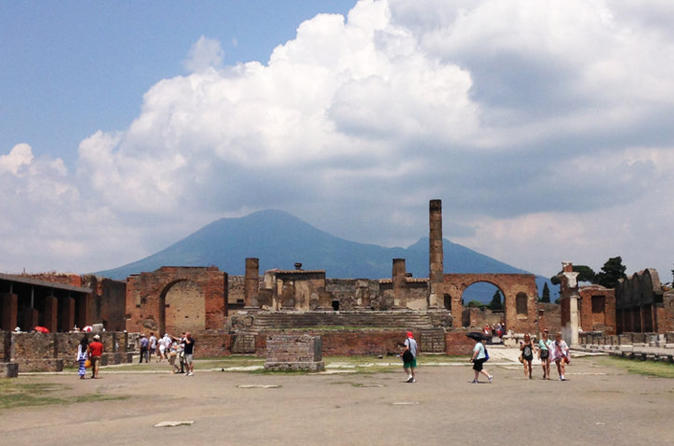 Transfer from Naples to Sorrento with stop at Pompeii