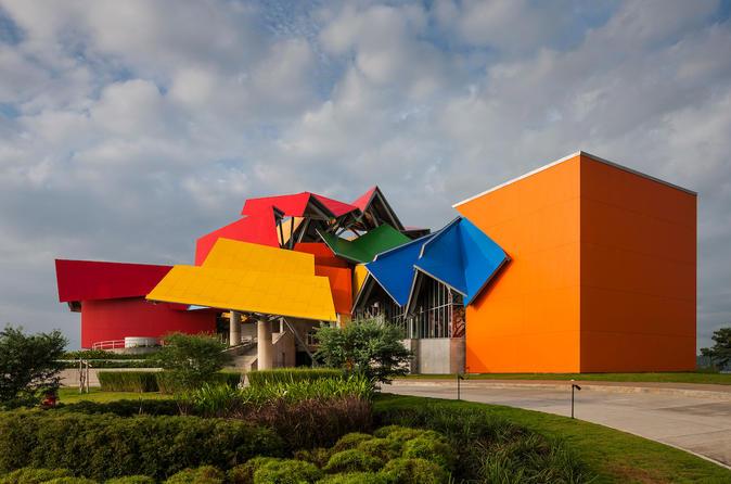 Biomuseo, incluindo exposições permanentes, exposições temporárias e Parque Botânico