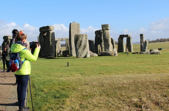 Full-Day Tour of Stonehenge, Bath, Lacock, and Avebury from London