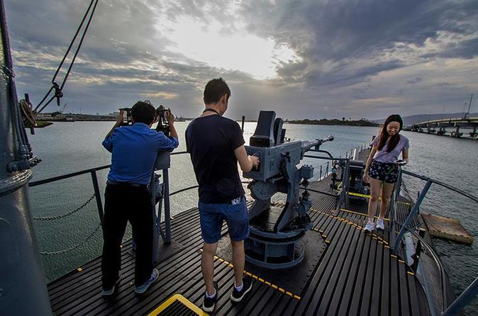 Pearl Harbor Tours - USS Bowfin Submarine Captain's Tour