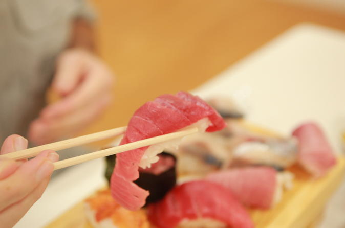 Sushi Class, Sake Tasting, and Market Tour at Tsukiji Fish Market in Tokyo