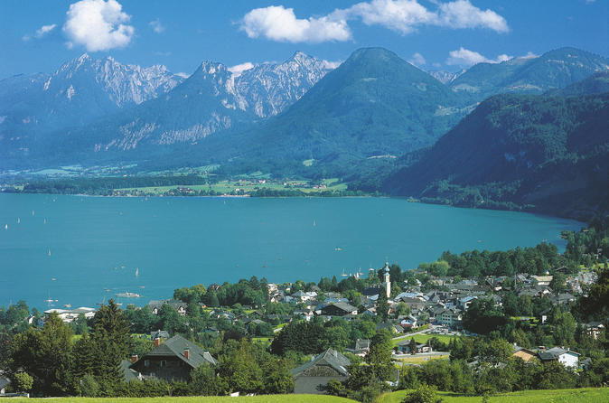 Salzburg Lakes and Mountains Region Hop-on Hop-off Bus Tour