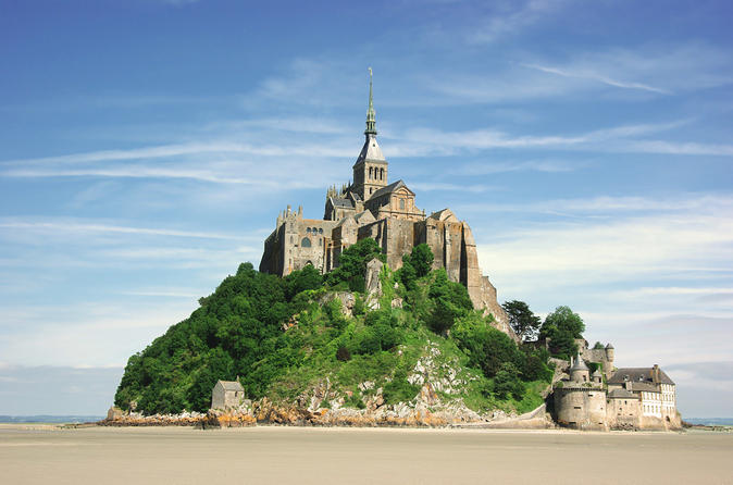 Mont St-Michel Day Trip from Paris with Lunch at Mere Poulard and Abbey Entrance