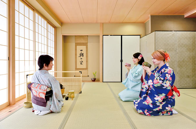 Experience Tea Ceremony wearing a Kimono in Osaka