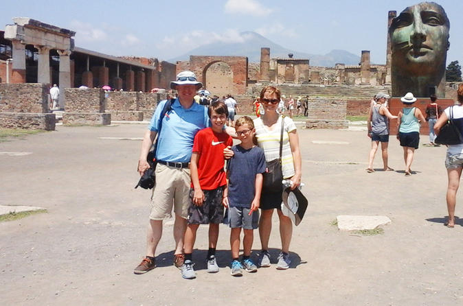 Skip-the-lines Private tour from Rome to Pompeii for Kids and Families