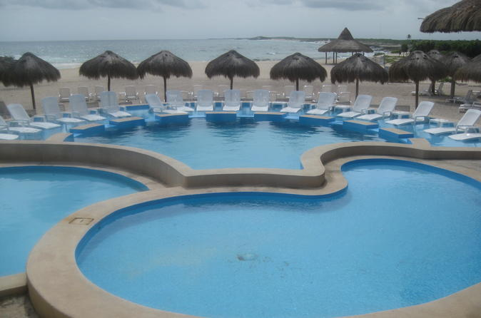 Cozumel Island Tour by Open-Top Safari Bus Including Tequila Tasting