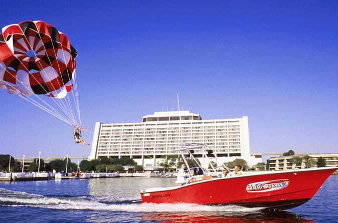 Parasailing no Disney's Contemporary Resort