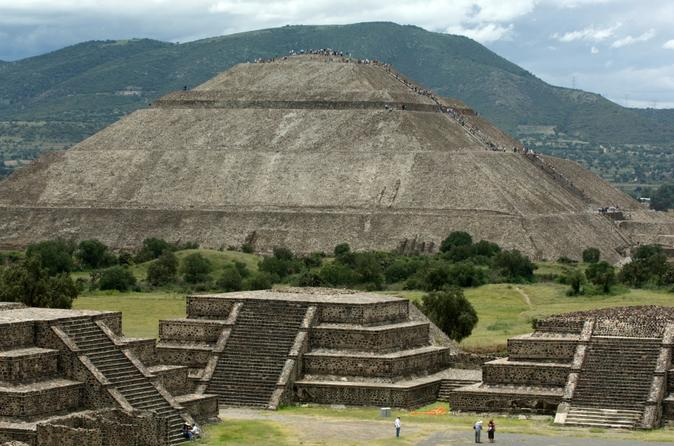 Experience mexico city teotihuacan pyramids by metro and dinner with in mexico city 138356