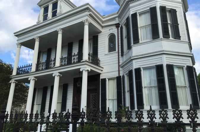 Private Walking Tour of Garden District and Lafayette Cemetery