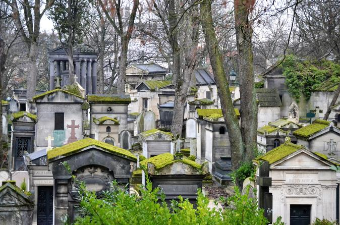 Pere Lachaise Cemetery Walking Tour in Paris