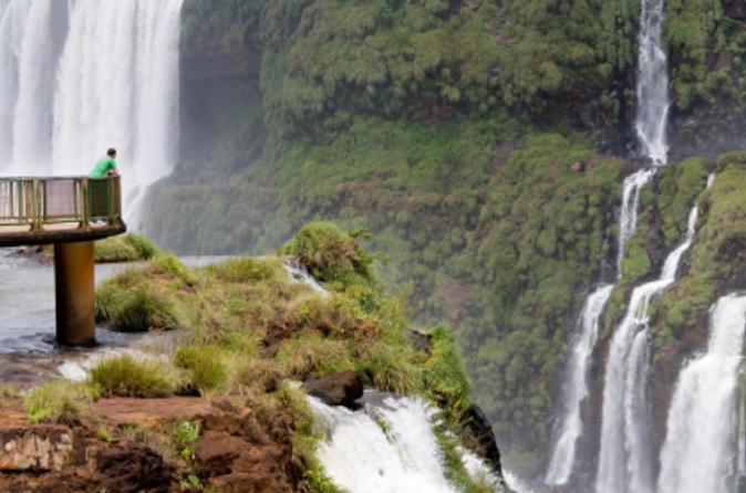 Excursão turística de dia inteiro nos lados argentino e brasileiro das Cataratas do Iguaçu partindo de Puerto Iguazú