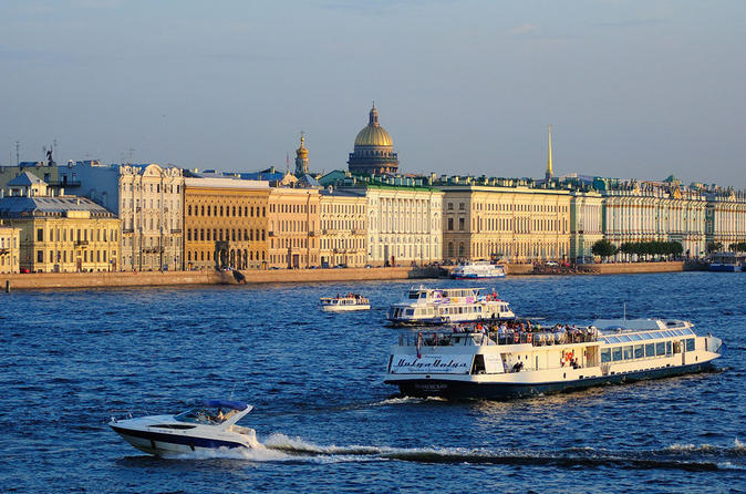 Private boat trip and sightseeing tour of Saint-Petersburg