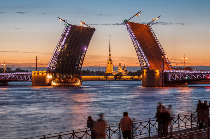 White nights sightseeing tour of Saint-Petersburg