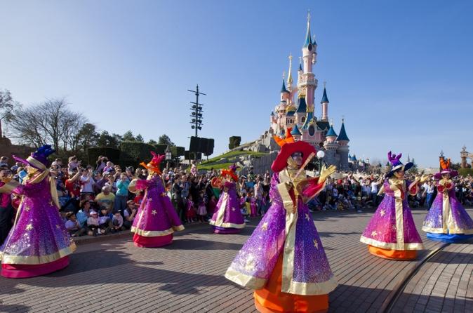 Biglietto per Disneyland Paris: 5 giorni 2 parchi