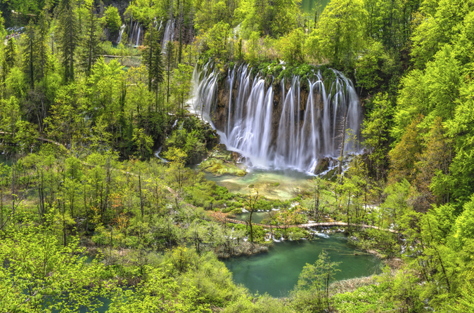 Passeio de um dia inteiro pelo Parque Nacional dos Lagos Plitvice para grupos pequenos saindo de Zagreb